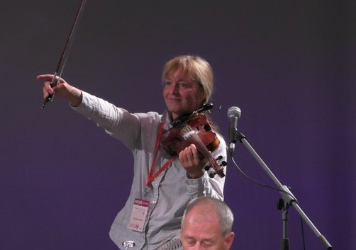 Coach Cornelia Plänitz als Musikerin